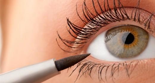 apply liquid eyeliner