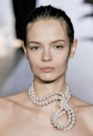 sculptural pearl necklace