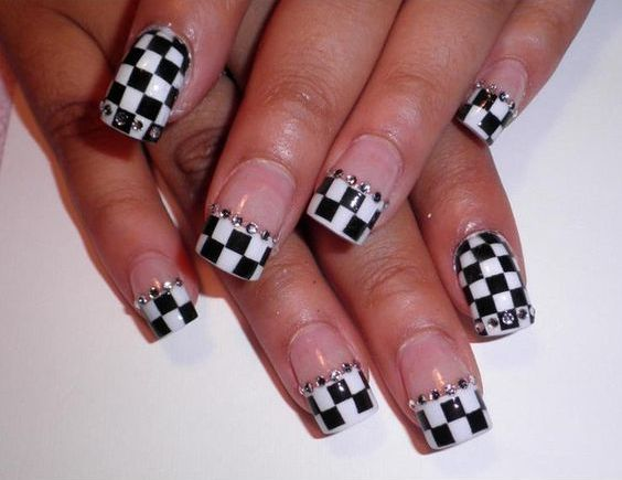 checkered manicure